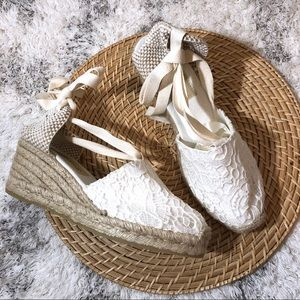 💕 GAIMO - White Lace Ankle Tie Espadrille Wedge